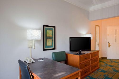 La Quinta Inn & Suites Winston-Salem Photo