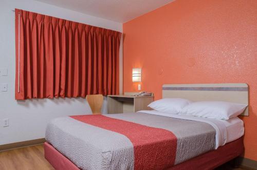 Motel 6 Turlock Photo