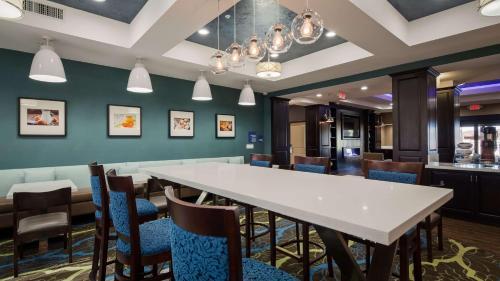 Best Western Plus Taft Inn Photo