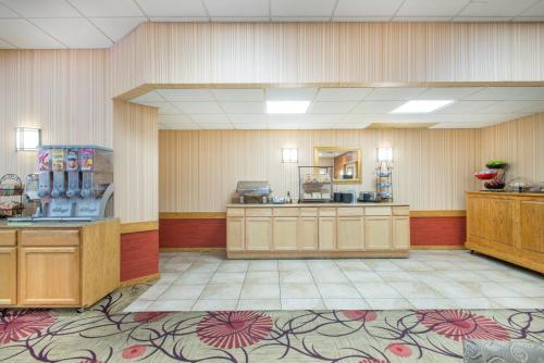 Ramada Ellsworth Photo