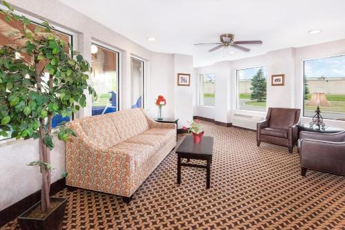 Baymont Inn & Suites Howell/Brighton Photo