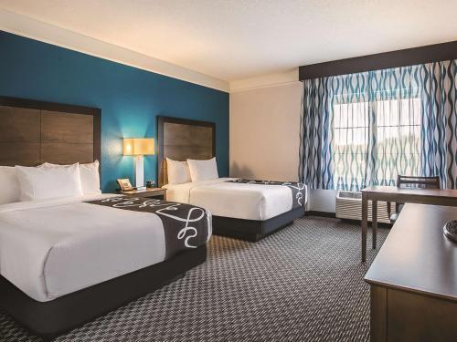 La Quinta Inn & Suites Tampa Brandon Regency Park Photo