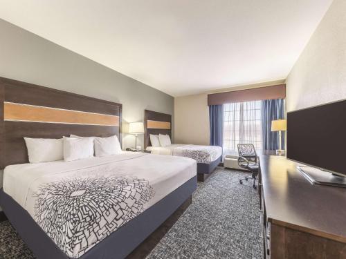 La Quinta Inn & Suites Tulsa - Catoosa Photo