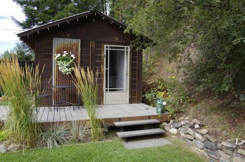 The Rusty Antler Cabin B&b - Clearwater, BC V0E 1N1