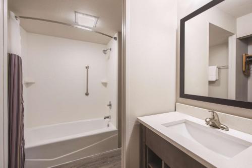 La Quinta Inn & Suites Effingham Photo