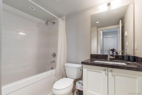 Richmond 2 Bedrooms With Luxury Amenities And Free Parking - Richmond, BC V6Y 0A9