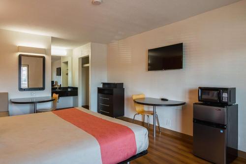 Motel 6 - Savannah Midtown Photo