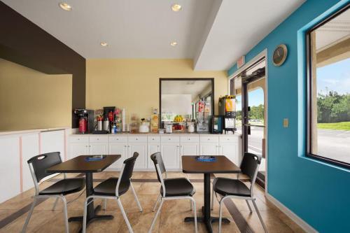 Rose Garden Inn & Suites - Thomasville, GA 31792