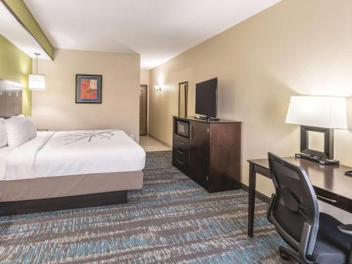 La Quinta Inn & Suites Dallas Grand Prairie South Photo