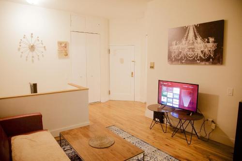 Two Bedroom Luxury Apartment - Union Square Photo