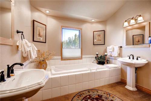 White Cloud Home 523 Photo