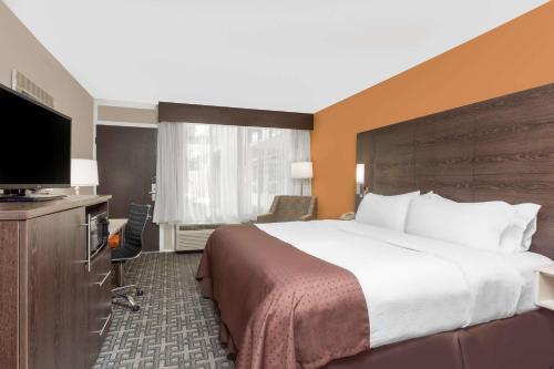 Baymont Inn & Suites Augusta Fort Gordon Photo
