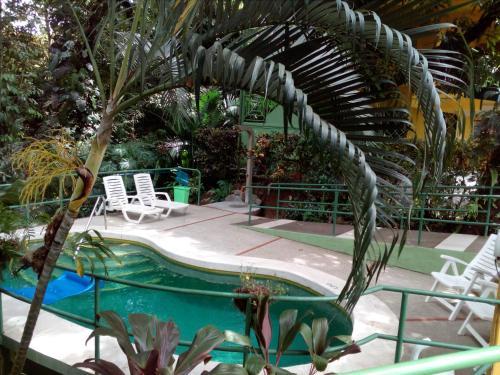 Hy Paradise Inn Photo