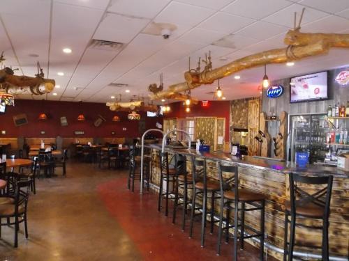 Econo Lodge Inn & Suites Brookings Photo