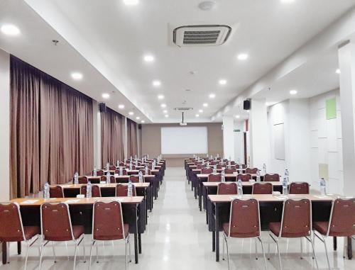 Amaris Hotel Nagoya Hill - Batam photo 27