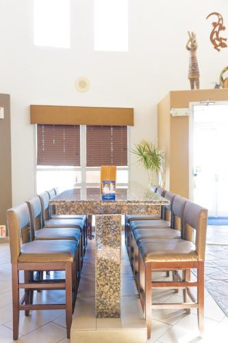 Best Western Kiva Inn Photo