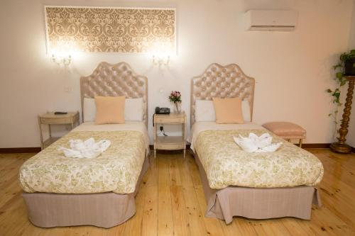Interior twin room Hostal Central Palace Madrid 8