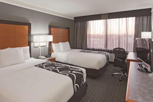 La Quinta Inn & Suites Buena Park Photo