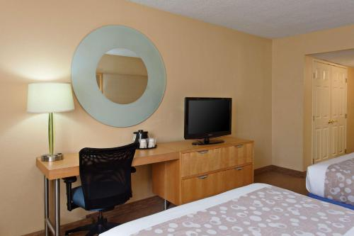 La Quinta Inn & Suites LAX photo 14