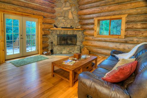 Tall Timbers Lodge - Two Bedroom Cabin