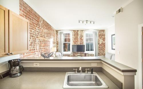 Bay Street Loft 203 - One Bedroom Condo