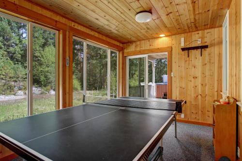 Mountain Acres - Four Bedroom Cabin