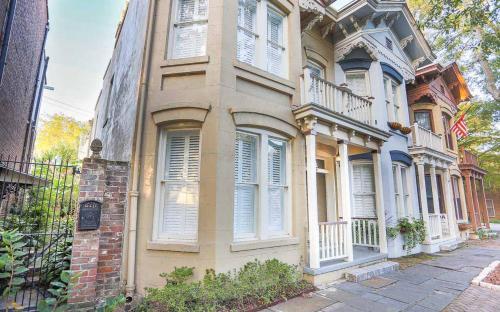 Gordon House Carriage - One Bedroom Home - Savannah, GA 31401