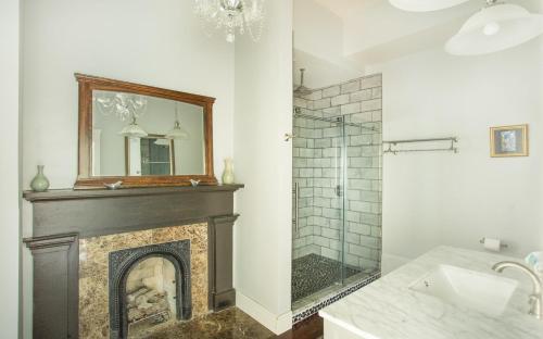 The Sarah Elizabeth House On Jones - Four Bedroom Home - Savannah, GA 31401