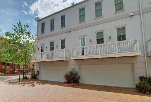 Howard Grande - Two Bedroom Home - Savannah, GA 31401
