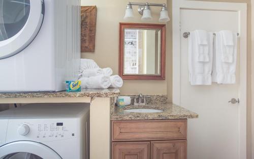 Jones Street Hideaway - Two Bedroom Home - Savannah, GA 31401