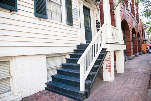 Murphy House: The Lucile - Two Bedroom Home - Savannah, GA 31401