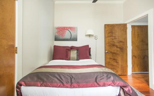 Bay Street Loft 202 - One Bedroom Condo - Savannah, GA 31401