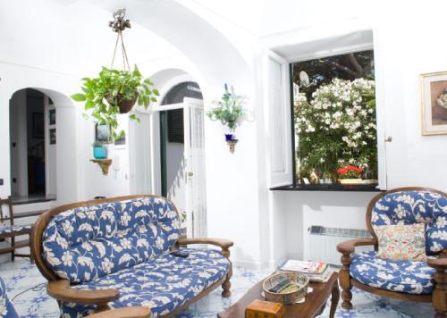 Villa La Terrazza BC 3217654, Capri, Campania | RentByOwner.com ...