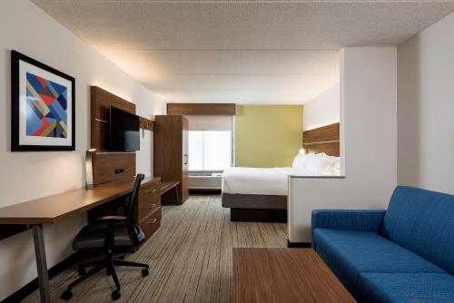 Holiday Inn Express Hotel & Suites Charlotte Arpt-Belmont