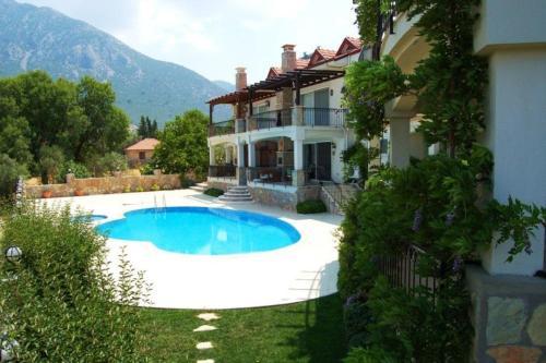 "Uzumlu ""Villa EOT19 Nestled in Pine-clad Mountain side with Panoramic Views"" harita"