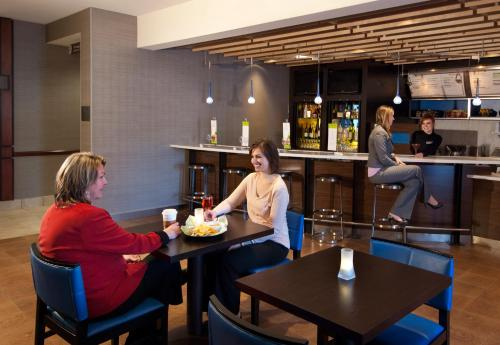 Courtyard by Marriott Madison-East Photo