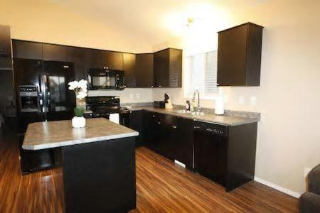Executive 3bd And 2br Suite Near Airport By Prowess - Saskatoon, SK S7R 0E9