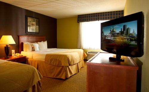 Clarion Hotel Lexington Photo