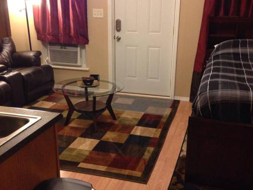Lewis & Pearl Vacation Apartment A - Bowling Green, KY 42101