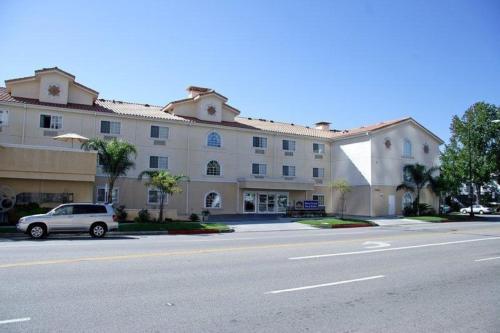 Best Western Plus Media Center Inn & Suites