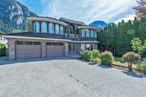 Spacious 4 Bdr Squamish Home - Squamish, BC V8B 0W6
