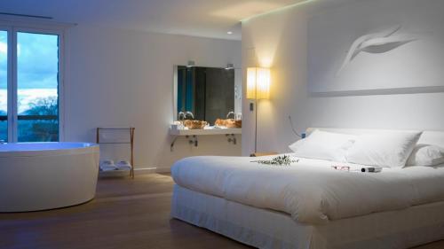 Habitación Doble Deluxe - 1 o 2 camas Arantza Hotela- Adults Only 3