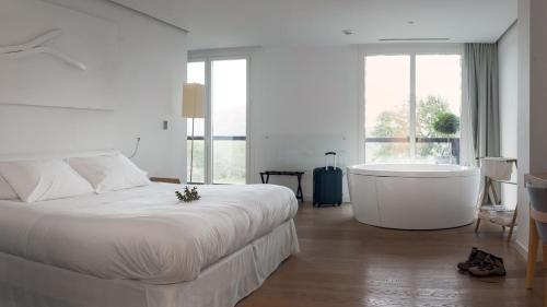 Habitación Doble Deluxe - 1 o 2 camas Arantza Hotela- Adults Only 2