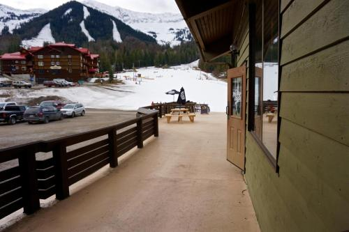 Griz Inn by Fernie Central Reservations Photo