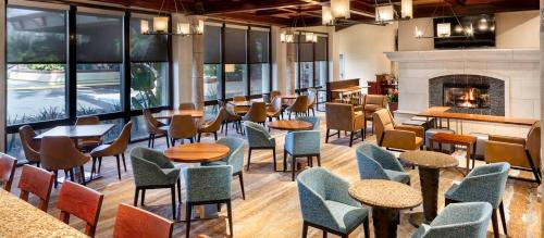 DoubleTree by Hilton Ontario Airport Photo
