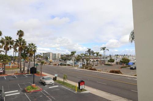 Ramada San Diego Airport Photo
