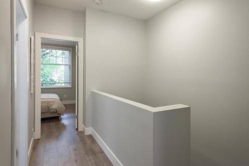 2bdr High Ceiling Two Level Suite - Vancouver, BC V6J 2L3