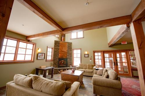 Copper Horse Lodge - Golden, BC V0A 1H0