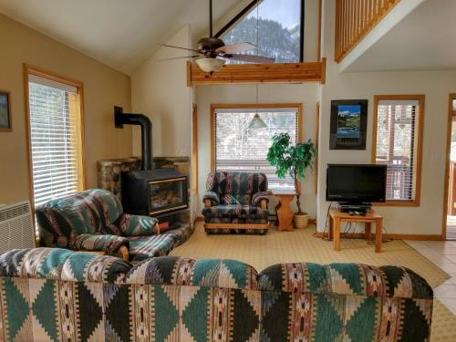 Alpenglow Vacation Rentals - Ouray, CO 81427