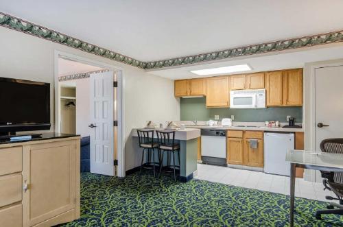 Quality Inn & Suites - Boston/Lexington Photo